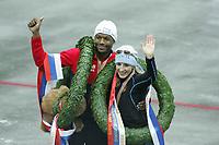 SPEEDSKATING, WK Allround Moskou 2005 Shani Davis (USA), Anni Friesinger (GER), ©foto Martin de Jong