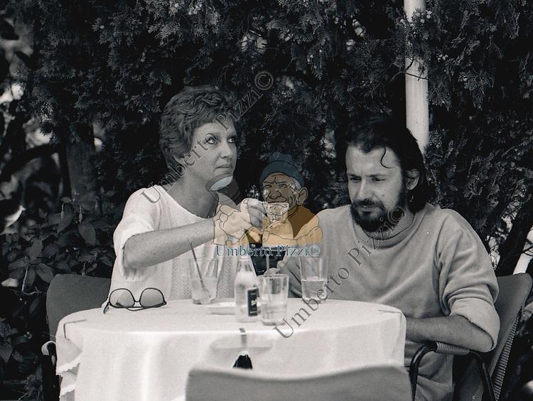CARLA GRAVINA CON FELICE LAUDADIO<br /> PORTO ROTONDO 1978