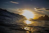 RJ. Rio de Janeiro. 14.01.2021 CLIMA PRAIA Entardecer na praia do Arpoador, Ipanema, zona sul, nesta quinta-feira, (14). (Foto: Ellan Lustosa / Código 19).