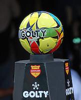 Balón Oficial de la Liga Postobon. The Official Ball of the Postobon League. Foto: VizzorImage / Luis Ramírez / Staff)..
