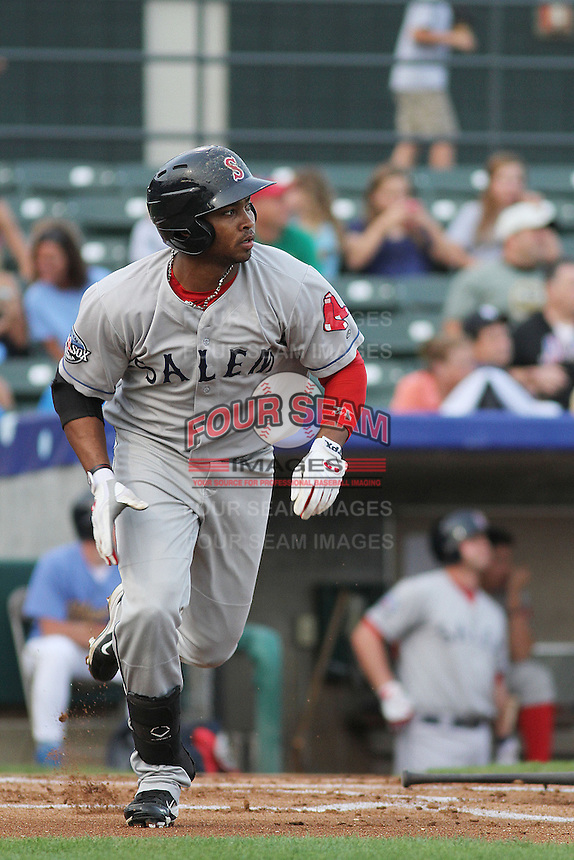 Salem Red Sox outfielder Keury De La Cruz #25 at bat during a game against the Myrtle Beach Pelicans at Ticketreturn.com Field at Pelicans Ballpark on May 10, 2013 in Myrtle Beach, South Carolina. Myrtle Beach defeated Salem 5-1. (Robert Gurganus/Four Seam Images)