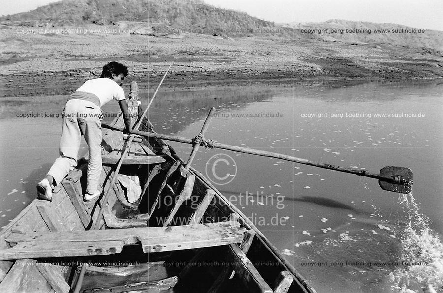 India, Narmada River, Narmada dams and protest movement of NBA Narmada Bachao Andolan, movement to save the Narmada river, and affected Adivasi in their villages, village Manibeli, ferryman