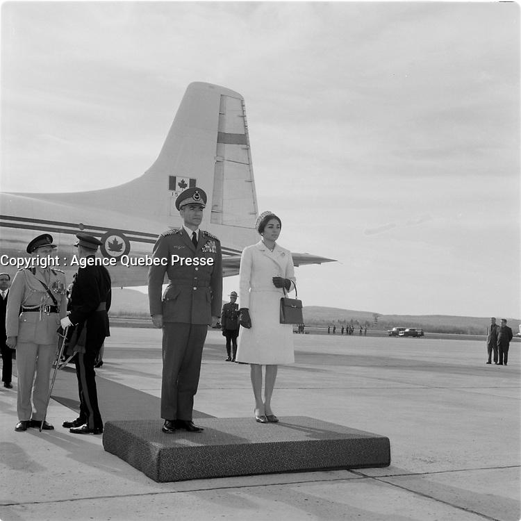 Le Shah d'Iran Mohammad Reza Chah Pahlavi et sa femme en visite dans la ville de Quebec, le 23 mai 1965.<br /> <br /> PHOTO : Agence Quebec Presse - Photo Moderne