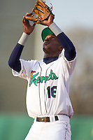Cedar Rapids Kernels second baseman Candido Pimentel #16 catches a fly ball during a game against the Lansing Lugnuts at Veterans Memorial Stadium on April 29, 2013 in Cedar Rapids, Iowa. (Brace Hemmelgarn/Four Seam Images)
