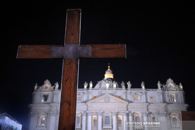 the cross during a meeting beetween Pope Benedict XVI and the youth of Rome and the Lazio region in preparation for World Youth Day in St.Peters square at the Vatican on March 25, 2010.,Pope Benedict XVI addresses some 70,000 youths of dioceses of Rome and Lazio in Saint Peter's square, at the Vatican, late 25 March 2010, during an event to mark the 25th anniversary of the first Youth World Day.
