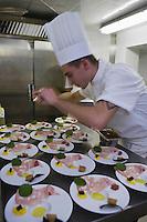 Europe/France/Rhone-Alpes/73/Savoie/Courchevel: En cuisine  au  Restaurant: Pierre Gagnaire pour les Airelles à l'Hotel Les Airelles