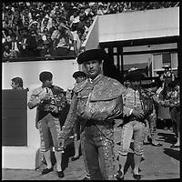 11 Mai 1969. Vue de l'entrée du torero Marquez dans les arènes de Toulouse.