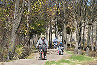 Justin Seliger of Centerton (from bottom left) rides with his family, Sunday, November 15, 2020 along the Mama Bear trail in Bentonville. Check out nwaonline.com/201116Daily/ for today's photo gallery. <br /> (NWA Democrat-Gazette/Charlie Kaijo)
