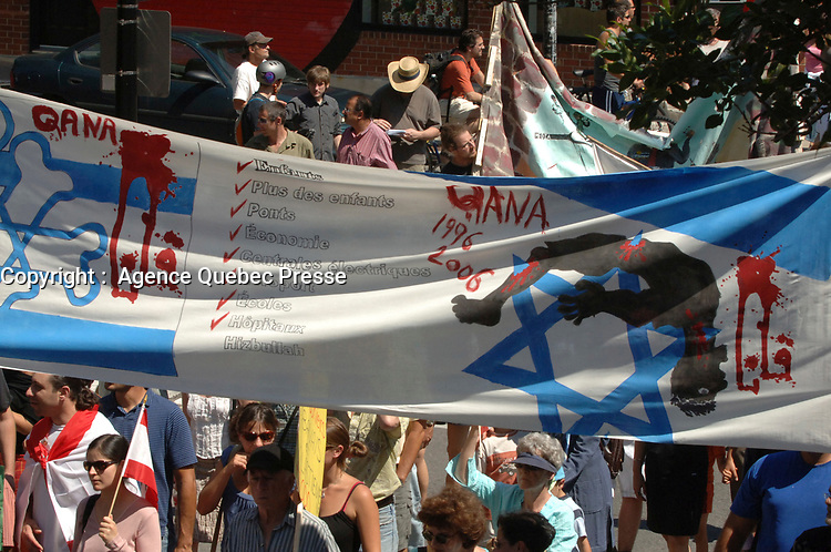 More than 15 000 persons march in the street of Montreal, August 6 2006  for a cease-fire between Israel and Lebanon.<br /> <br /> PHOTO : Agence Quebec Presse