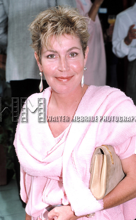 © WALTER McBRIDE / RETNA LTD, USA.<br /> <br /> HELEN REDDY <br /> SEPTEMBER 1986<br /> AT THE HOME OF RENNE TAYLOR AND JOE BALOGNIA<br /> LOS ANGELES, CALIFORNIA<br /> CREDIT ALL USES