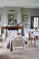 France, Pas-de-Calais (62), Wierre-Effroy :  Restaurant de  La Ferme du Vert  Affinage des mimolettes au lait cru  // France, Pas de Calais,  Wierre Effroy: Restaurant  La Ferme du Vert,
