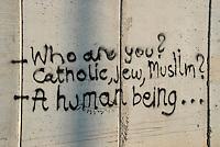 Gerusalemme / Israele.Scritte contro la costruzione del muro a Gerusalemme est..Foto Livio Senigalliesi
