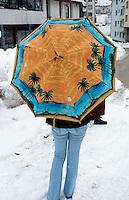 Bosnia and Herzegowina. Republika Serpska. Srebrenica. An umbrella and the beach during the winter season. © 2005 Didier Ruef