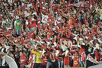 BOGOTÁ-COLOMBIA-20-05-2015. Hinchas de Independiente Santa Fe animan a su equipo durante partido de ida entre Independiente Santa Fe de Colombia y Internacional de Porto Alegre, Brasil, por cuartos de final de la Copa Bridgestone Libertadores 2015 jugado en el estadio Nemesio Camacho El Campin de la ciudad de Bogota. / Fans of Independiente Santa Fe cheer for their team during the first leg match between Independiente Santa Fe of Colombia and Internacional of Porto Alegre, Brazil, for the final quarters of the Copa Bridgestone Libertadores 2015 played at Nemesio Camacho El Campin stadium in Bogota .  Photo: VizzorImage/ Gabriel Aponte /Staff
