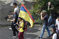 CALI - COLOMBIA, 21-11-2019: Cientos de manifestantes salieron a las calles de Cali para unirse a la jornada de paro Nacional en Colombia hoy, 21 de noviembre de 2019. La jornada Nacional es convocda para rechazar el mal gobierno y las decisiones que vulneran los derechos de los Colombianos. / Hundreds of protesters took to the streets of Cali to join the National unemployment day in Colombia today, November 21, 2019. The National Day is convened to reject bad government and decisions that violate the rights of Colombians. Photo: VizzorImage / Gabriel Aponte / Staff