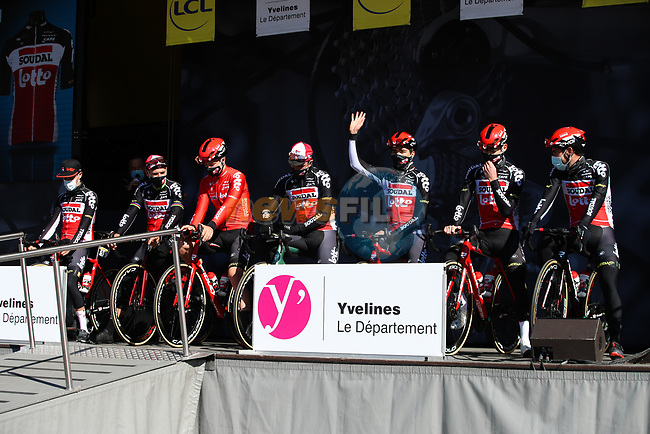 Lotto-Soudal at sign on before the start of Stage 1 of Paris-Nice 2021, running 166km from Saint-Cyr-l'École to Saint-Cyr-l'École, France. 7th March 2021.<br /> Picture: ASO/Fabien Boukla | Cyclefile<br /> All photos usage must carry mandatory copyright credit (© Cyclefile | ASO/Fabien Boukla)