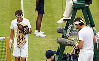 26-06-12, England, London, Tennis , Wimbledon, Robin Haase tijdens de wissel, in zijn partij tegen Del Potro(R)