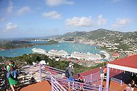 Blick vom Aussichtspunkt der Seilbahn des St. Thomas Skyride am Hafen von Charlotte Amalie in St. Thomas
