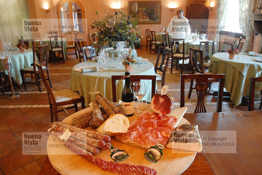 - inside of Little White Horse restaurant, typical sausages....- interno del ristorante Cavallino Bianco, salumi tipici