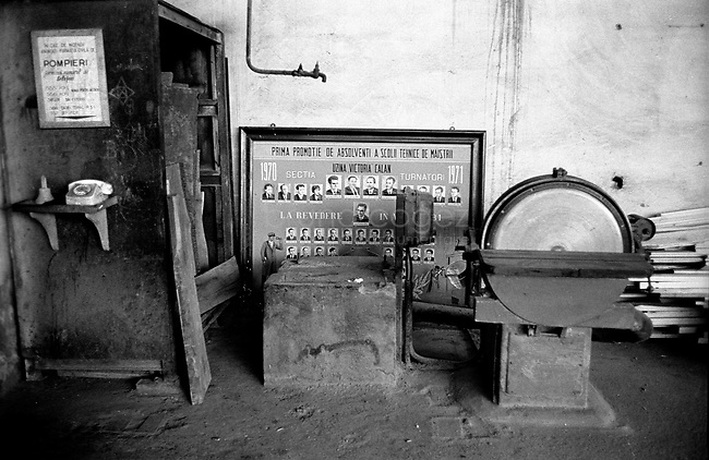 ROMANIA, Transylvania, 2000..A abandoned factory..ROUMANIE, Transylvanie, 2000..Une usine abandonnée..© Bruno Cogez