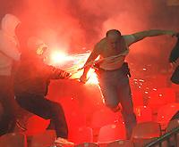 Fudbal, Meridijan super liga, sezona 2007/08.Crvena Zvezda Vs. Hajduk (Kula).navijac Crvene Zvezde, napada policajca u civilu upaljenom bakljom. Red Star Belgrade soccer fans attack a policeman in civilian clothes during the local championship league Red Star vs Hajduk Kula match in Belgrade, Serbia, 02 December 2007. The policeman was seriously injured and taken to the hospital atferwards, reports the local media.Beograd, 02.12.2007..foto: Srdjan Stevanovic