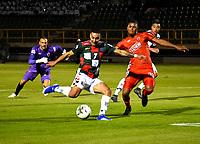 TUNJA-COLOMBIA, 29-01-2020: Bryan Urueña de Boyacá Chicó F. C., y Martín Payares de Patriotas Boyacá F. C., disputan el balón durante partido entre Boyacá Chicó F. C. y Patriotas Boyacá F. C., de la fecha 2 por la Liga BetPlay DIMAYOR I 2020 en el estadio La Independencia en la ciudad de Tunja. / Bryan Urueña of Boyacá Chicó F. C., and Martin Payares of Patriotas Boyacá F. C., figth the ball, during a match between Boyacá Chicó F. C. and Patriotas Boyacá F. C., of the 2nd date for the BetPlay DIMAYOR Leguaje I 2020 at La Independencia stadium in Tunja city. / Photo: VizzorImage / Edward Leguizamón / Cont.