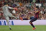 Barcelona´s Luis Suarez (R) and Athletic de Bilbao´s goalkeeper Iago Herrerin during 2014-15 Copa del Rey final match between Barcelona and Athletic de Bilbao at Camp Nou stadium in Barcelona, Spain. May 30, 2015. (ALTERPHOTOS/Victor Blanco)