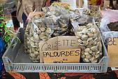 Etalage de grisettes et palourdes sur un marché local, Nouvelle-Calédonie