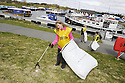 20/04/2010   Copyright  Pic : James Stewart.05_helix_litter  .::  HELIX PROJECT ::  KIDS FROM BRAES HIGH SCHOOL TAKE PART IN THE LITTER PICK AT THE FORTH & CLYDE CANAL BETWEEN LOCK 2 AND THE BLUE BRIDGE ::.