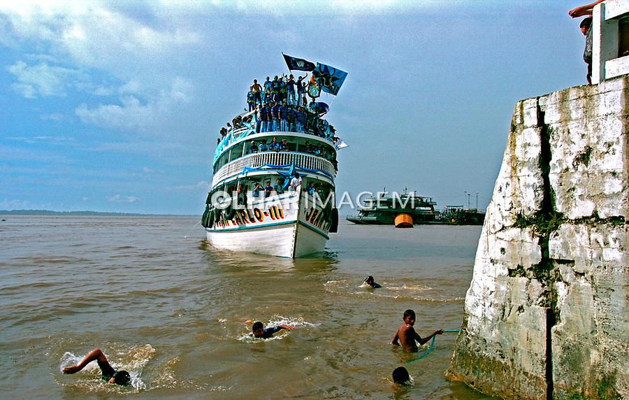 Barco no Rio Amazonas, Parintins. Amazonas. 2001. Foto de Catherine Krulik.