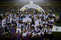 BARUERI,SP, 20.07.2017 - CORINTHIANS-SANTOS – Jogadoras do Santos comemoram a conquista do Campeonato Brasileiro 2017 de Futebol Feminino, após vitória sobre o Corinthians na final disputada na Arena Barueri em Barueri, na noite desta quinta-feira, 20. (Foto: Levi Bianco/Brazil Photo Press)