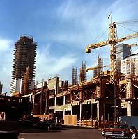 Construction de la place Bonaventure<br /> a Montreal en 1965