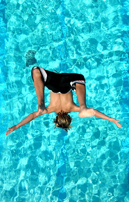 Gezim Zymberi does a backflip into the the Phyllis Dewar outdoor pool in Moose Jaw. MARK TAYLOR GALLERY