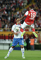 BOGOTA- COLOMBIA – 11-02-2014: Jonathan Copete (Der.) jugador del Independiente Santa Fe de Colombia, disputa el balón con Jose Caceres (Izq.) jugador del Nacional de Paraguay, durante partido entre Independiente Santa Fe y Nacional de la segunda fase, grupo 4, de la Copa Bridgestone Libertadores en el estadio Nemesio Camacho El Campin, de la ciudad de Bogota. / Jonathan Copete (R) player of Independiente Santa Fe of Colombia, vies for the ball with Jose Caceres (L) player of Nacional of Paraguay, during a match between Independiente Santa Fe and Nacional for the second phase, group 4, of the Copa Bridgestone Libertadores in the Nemesio Camacho El Campin in Bogota city. Photo: VizzorImage / Luis Ramirez / Staff.