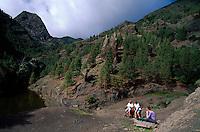 Spanien, Kanarische Inseln, Gomera, Wanderer bei Laja