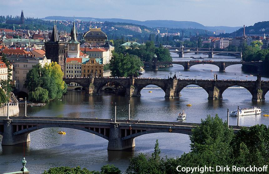 Blick auf die  Moldaubrücken, Prag, Tschechien, Unesco-Weltkulturerbe