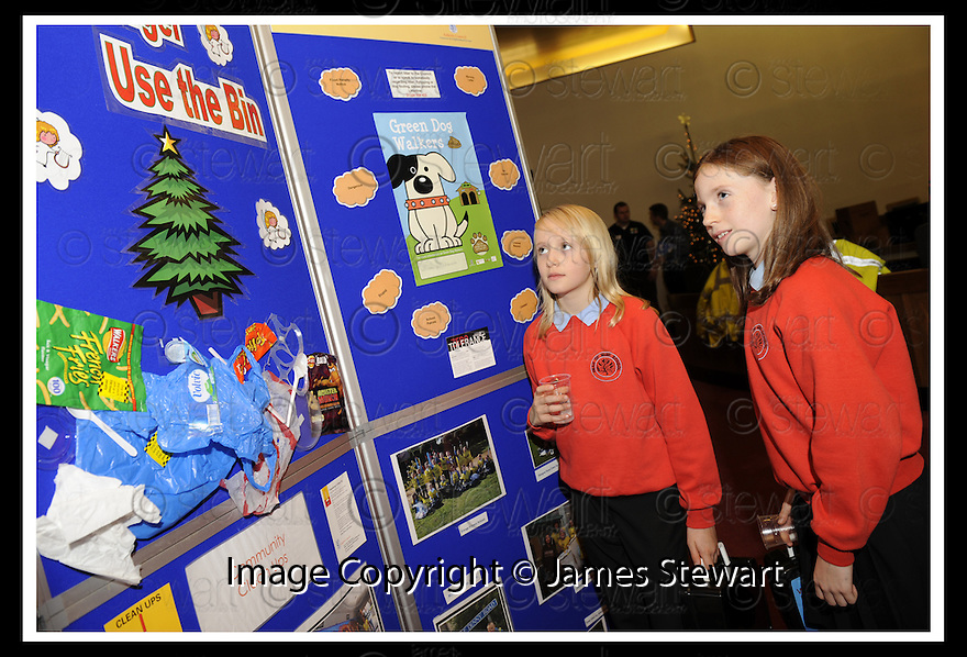 14/12/2009  Copyright  Pic : James Stewart.13_comm_celeb  . :: FALKIRK COUNCIL LITTER STRATEGY CHRISTMAS COMMUNITY CELEBRATION 2009 :: CHILDREN FROM HEAD OF MUIR PRIMARY HAVE A LOOK AT SOME OF THE DISPLAYS :: .James Stewart Photography 19 Carronlea Drive, Falkirk. FK2 8DN      Vat Reg No. 607 6932 25.Telephone      : +44 (0)1324 570291 .Mobile              : +44 (0)7721 416997.E-mail  :  jim@jspa.co.uk.If you require further information then contact Jim Stewart on any of the numbers above.........