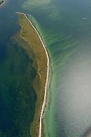 """Halbinsel  Wustrow:EUROPA, DEUTSCHLAND, MECKLENBURG- VORPOMMERN 29.06.2005 Halbinsel Wustrow Suedteil. Naturschutzgebiet Gemäß Landesverordnung vom 13. Januar 1997 umfasst das Schutzgebiet den größten Teil (etwa zwei Drittel, ca. 670 ha) der Halbinsel Wustrow, einen Teil des Salzhaffs  (300 ha) bis zur Wassertiefe von 2,5 m, die Wasserfläche der Kroy  (links 300 ha), sowie Flachwasserbereiche der Ostsee bis zur 5 m-Wasserlinie! (590 ha). Es beginnt 4 km südwestlich des Ostseebades Rerik und liegt im Nordosten des Europäischen Vogelschutzgebietes """"Küstenlandschaft Wismar-Bucht"""" mit dem Naturschutzgebiet Insel Langenwerder. Die Gesamtgröße des NSG beträgt 1940 ha.  .Die Halbinsel Wustrow blieb durch die militärische Nutzung von anderen, heute raumgreifend vorhandenen Landschaftsveränderungen wie Eutrophierung, Küstenverbau und intensiver touristischer Nutzung verschont. Hervorzuheben ist die nahezu vollständig erhalten gebliebene ungestörte Küstendynamik im Übergangsbereich zwischen Ostsee, Festland und Haff.  Blickrichtung von Nord nach Sued. Ostsee, Meer, Wasser.Luftaufnahme, Luftbild,  Luftansicht."""