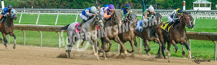 Chrisatude winning at Delaware Park on 10/7/21