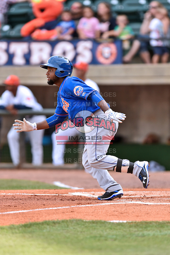 Kingsport Mets third baseman Franklin Correa (29) runs to first during a game against the Greeneville Astros at Pioneer Park on July 3, 2016 in Greeneville, Tennessee. The Mets defeated the Astros 11-0. (Tony Farlow/Four Seam Images)