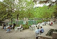 Washington D.C. : Pershing Park, Pennsylvania Ave. between 14th & 15th, next to Venturi's Western Plaza. Photo '91.