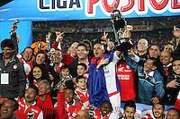 BOGOTA -COLOMBIA, 21-DICIEMBRE-2014. Jugadores del Independiente Santa Fe celebran al ganar el campeonato de la Liga Postobon 2014-II del futbol colombiano primera division al vencer al Independiente Medellin  en partido de la final vuelta jugado en el estadio Nemesio Camacho El Campin de Bogota . / Independiente Santa Fe players celebrate winning the championship Postobon II 2014-Colombian soccer league first division to win at Independiente Medellin in the final round match played at the stadium Nemesio Camacho El Campin in Bogota . Photo / VizzorImage / Felipe Caicedo  / Staff
