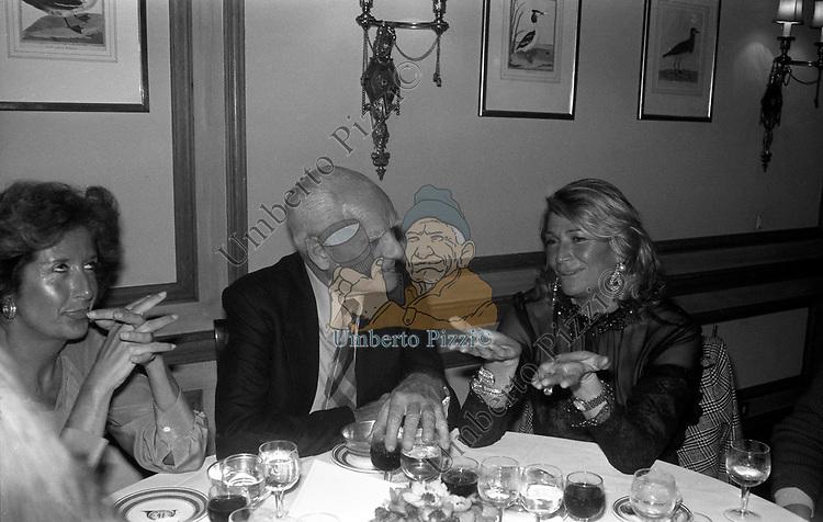 ALBERTO MORAVIA CON MARTA MARZOTTO E MARINA PIGNATELLI