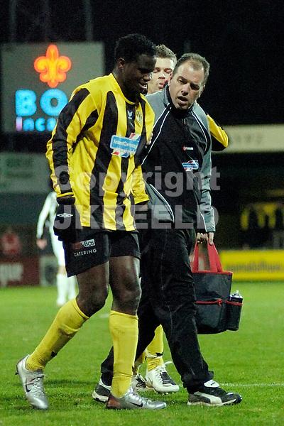 voetbal bv veendam - ado den haag jupiler league 25-01-2008.afonso moet er geblesseerd af.fotograaf Jan Kanning