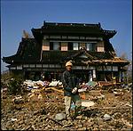 On March 11, 2011, earthquake of magnitude 9.0 and devastating tsunami hit the Tohoku area, killing more than 15,000 people and missing more than 5,000 people. Shigeru Hino, 76, in front of his house that is only house that survived tsunami in Saichi district in Kensennuma, Miyagi.<br /> <br /> Le 11 mars 2011, un séisme de magnitude 9,0 et un tsunami dévastateur ont frappé la région de Tohoku, faisant plus de 15 000 morts et plus de 5 000 disparus. Shigeru Hino, 76 ans, devant sa maison, est la seule à avoir survécu au tsunami dans le district de Saichi à Kensennuma, Miyagi.