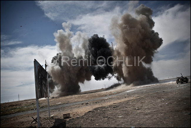© Remi OCHLIK/IP3 - Naguil March 12, 2011 - Gadhafi air force, MIG planes launch a 250 kilos bomb on the last rebel checkpoint and compel the oppostion to retreat...Opposition forces fight troops of colonel Muamar Gadhafi on a road just outside the strategic oil town of Ras Lanouf, Libya..Loyalist forces bombed the rebels from the air and the ground. At least five oppositin fighters were killed and fifteen injured