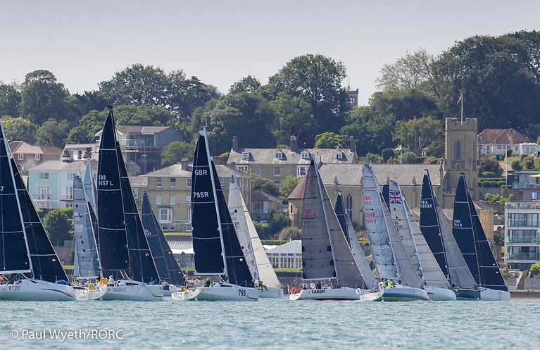 IRC Three start at the RYS Line Cowes. © Paul Wyeth/RORC