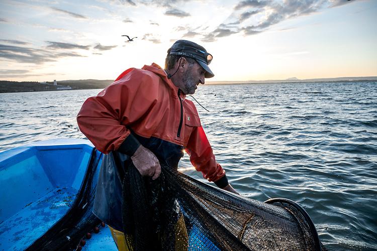 Pêcheur d'Anguilles sur l'étang de Berre, à Saint-Chamas