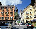 Austria, Tyrol, Kitzbuehel: Old Town with parish church St. Andrew and medieval church Liebfrauenkirche | Oesterreich, Tirol, Kitzbuehel: Altstadt mit Pfarrkirche Zum Hl. Andreas und der Liebfrauenkirche
