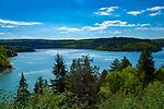 Frankreich, Bourgogne-Franche-Comté, Département Jura, bei Charchilla: der Lac de Vouglans, ein Stausee des Flusses Ain   France, Bourgogne-Franche-Comté, Département Jura, near Charchilla: lake Lac de Vouglans, a barrier lake of river Ain